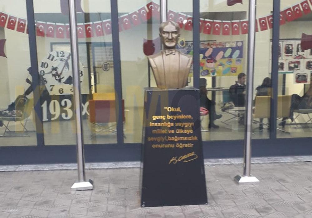 Atatürk Büstü Kaidesi 17